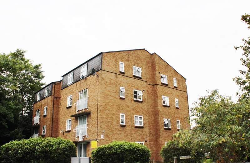 2 Bedrooms Flat for sale in Garrcik Drive, West Thamesmead, London, SE28 0EQ