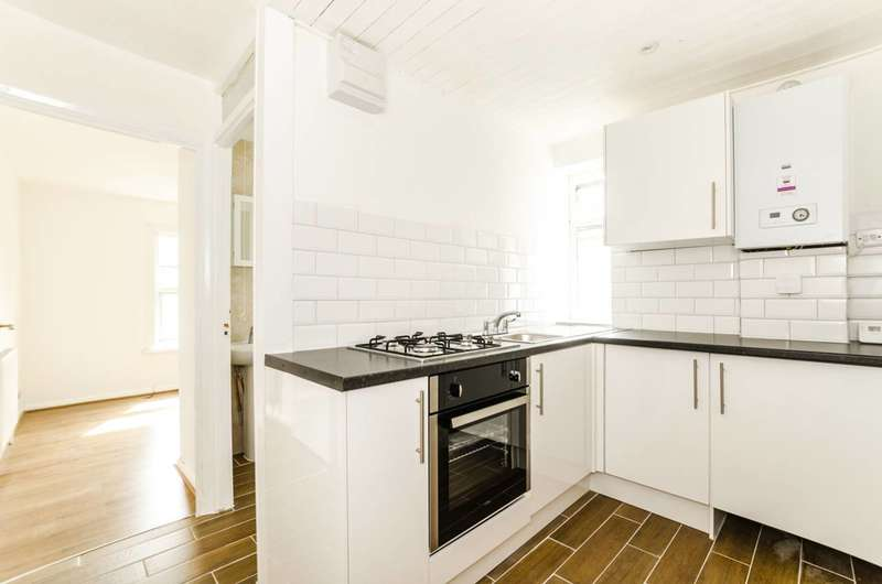 Studio Flat for sale in St Andrews Road, Plaistow, E13