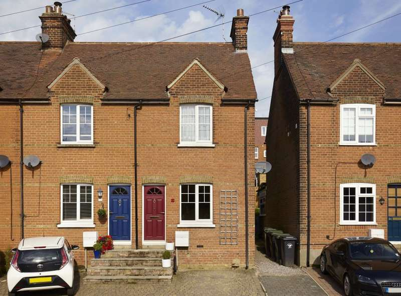 2 Bedrooms Terraced House for sale in Sunnyside, Stansted, Essex CM24 8AU