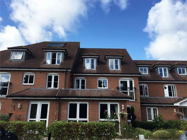 1 Bedroom Flat for sale in 28 Oyster Lane, Byfleet, West Byfleet, Surrey