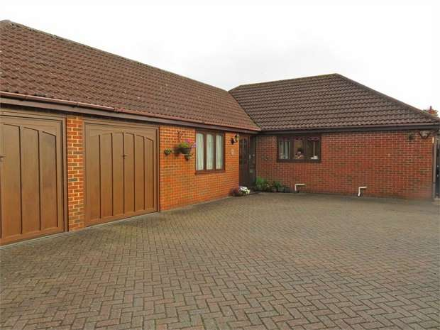 2 Bedrooms Detached Bungalow for sale in Needingworth Road, St Ives, Cambridgeshire