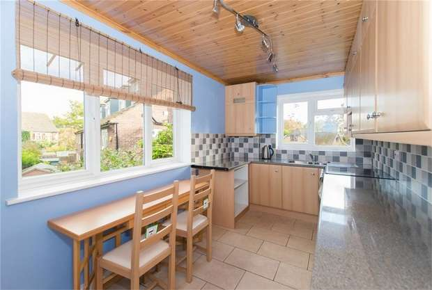 2 Bedrooms Maisonette Flat for sale in High Trees, Pinewood Road, Iver Heath, Buckinghamshire