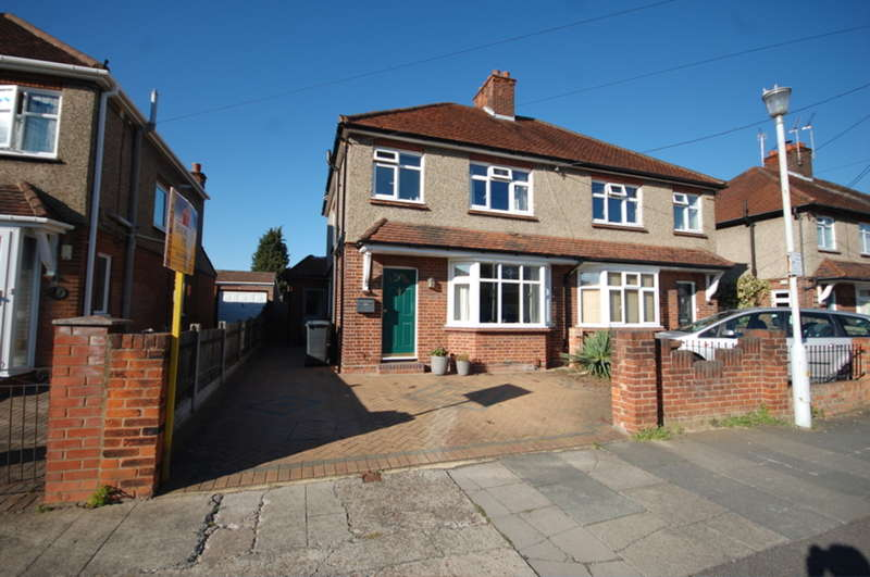 3 Bedrooms Semi Detached House for sale in Kingston Avenue, Chelmsford, CM2