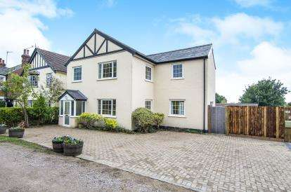 4 Bedrooms Detached House for sale in Epping, Essex