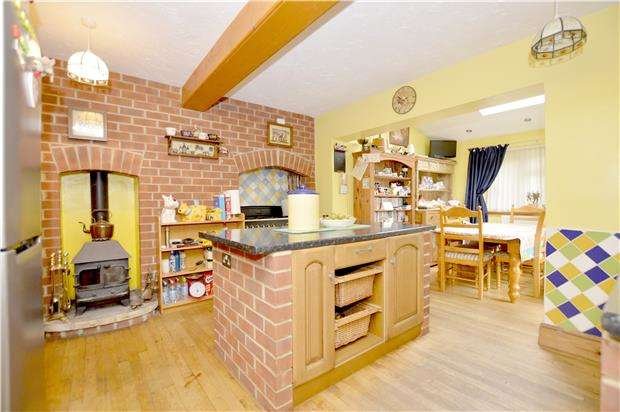3 Bedrooms Semi Detached House for sale in Tynings Road, Nailsworth, Gloucestershire, GL6 0EJ