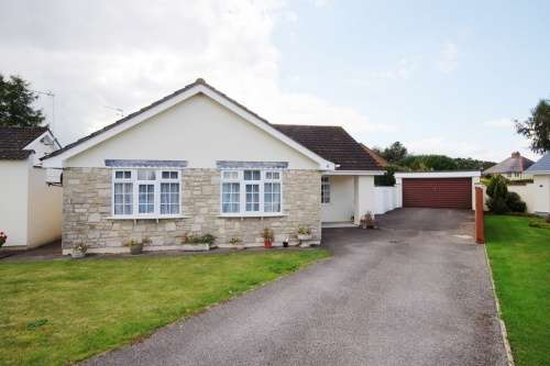 3 Bedrooms Bungalow for sale in Arnold Close, West Moors, Ferndown, Dorset