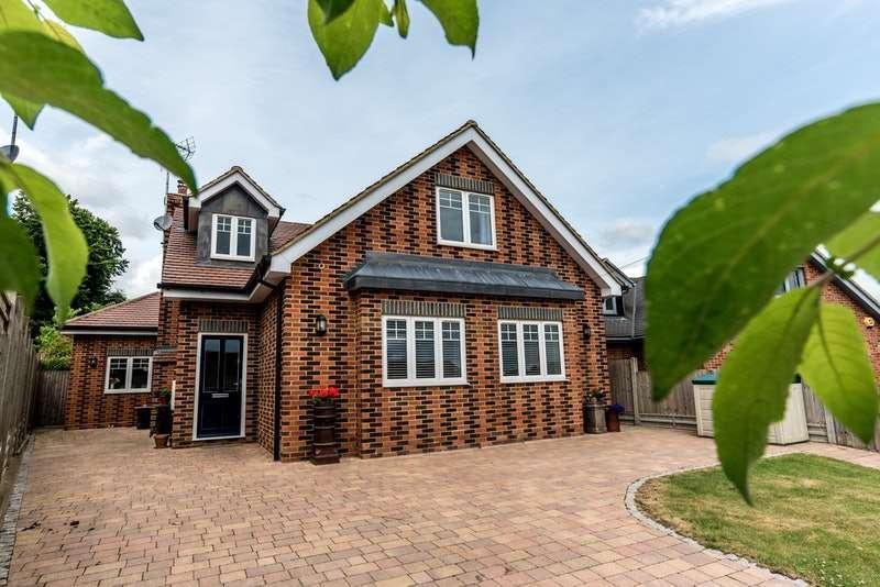 5 Bedrooms Detached House for sale in Park Rise, Harpenden, Hertfordshire, AL5