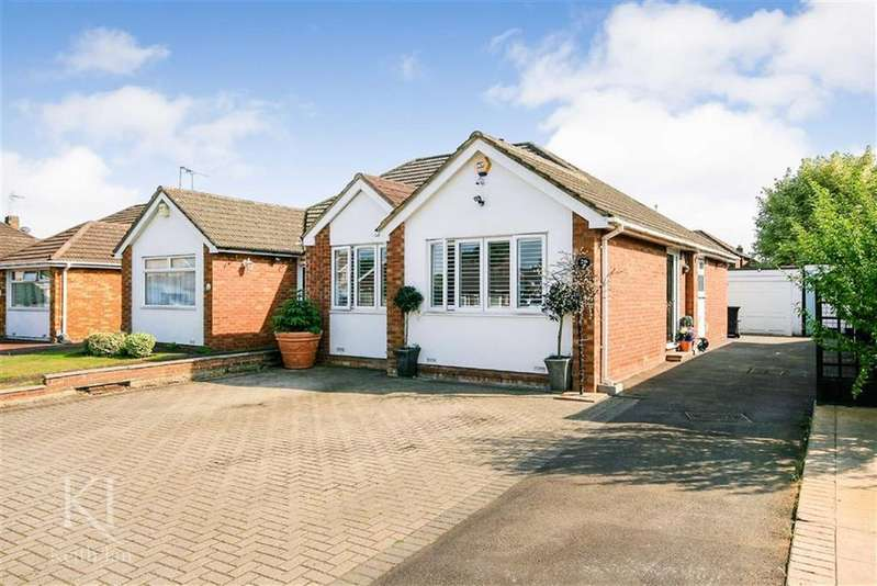 2 Bedrooms Semi Detached Bungalow for sale in Winton Drive, Cheshunt