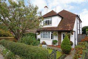 3 Bedrooms Detached House for sale in Newlands Road, Horsham, West Sussex