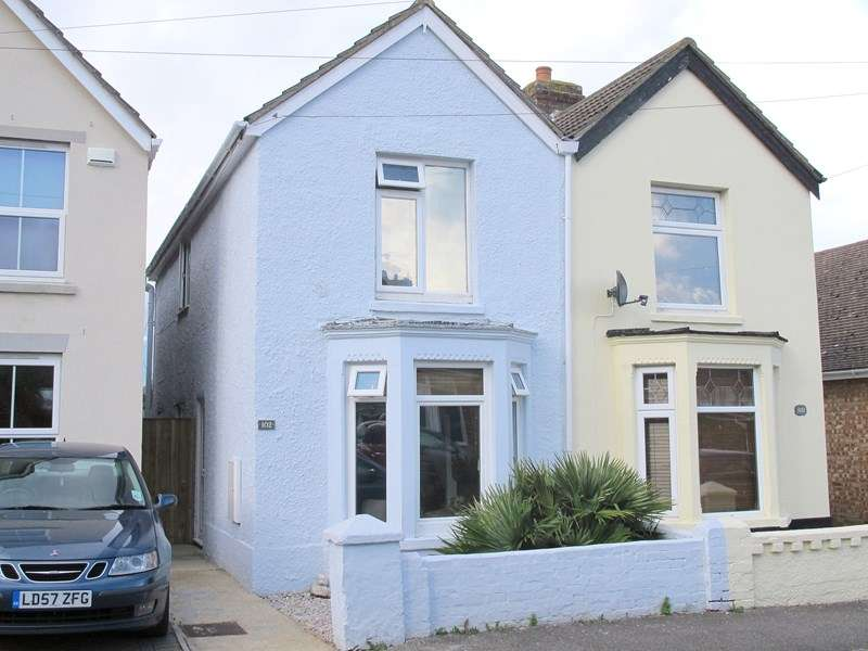 3 Bedrooms Semi Detached House for sale in Gosport Road, Lee-On-The-Solent
