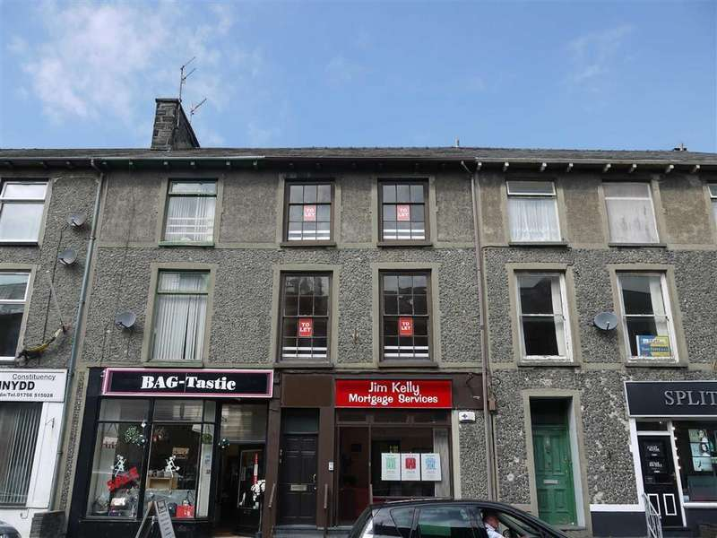 Terraced House for rent in Bank Place, Porthmadog