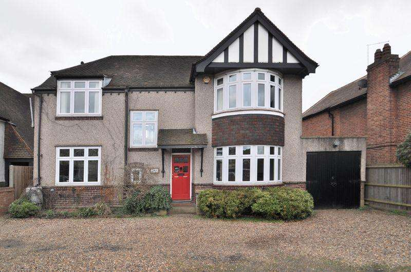 4 Bedrooms Detached House for sale in Shepherds Lane, Dartford