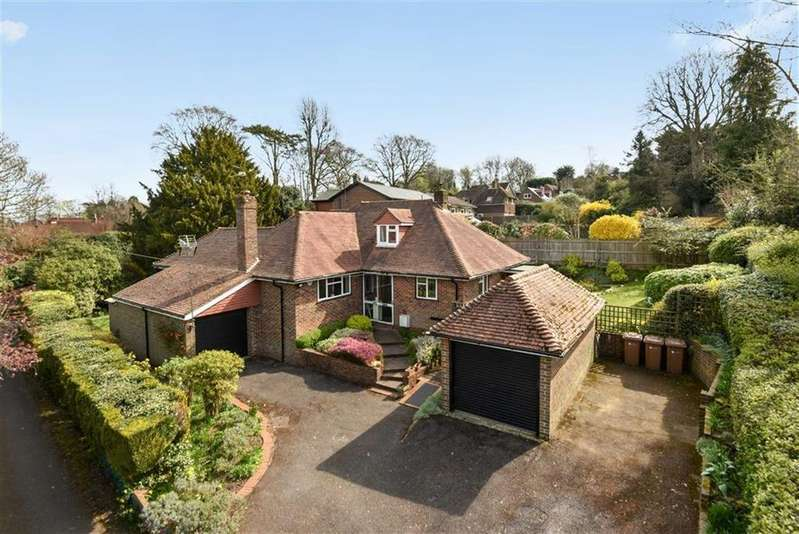 4 Bedrooms Detached House for sale in Broadwater Rise, Guildford, Surrey, GU1