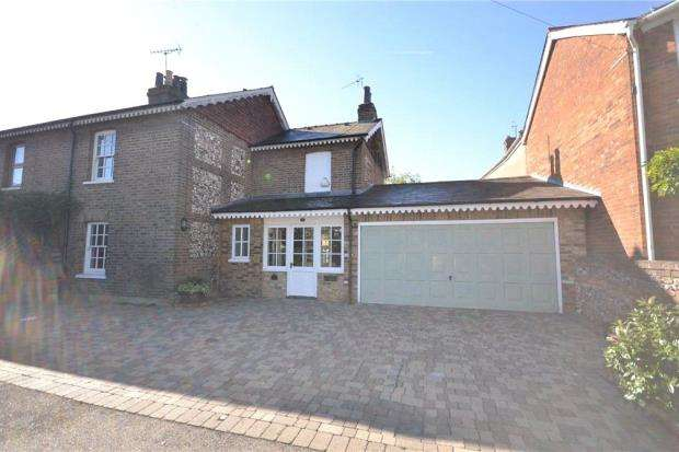 3 Bedrooms Semi Detached House for sale in Britwell Road, Burnham