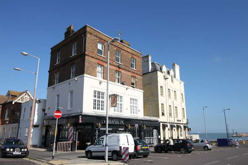3 Bedrooms Flat for sale in Margate (opposite Station)