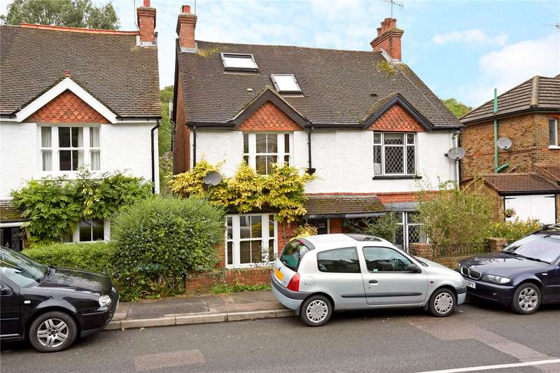 3 Bedrooms Terraced House for sale in Croydon Road, Caterham, Surrey, CR3