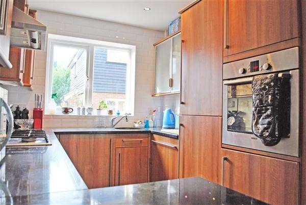 3 Bedrooms Terraced House for rent in Salisbury Gardens, Buckhurst Hill