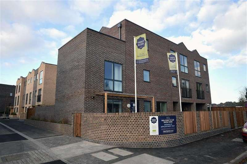 3 Bedrooms Town House for sale in Navigation Street, Nottingham