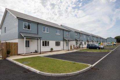 3 Bedrooms Semi Detached House for sale in Long Rock, Penzance, Cornwall