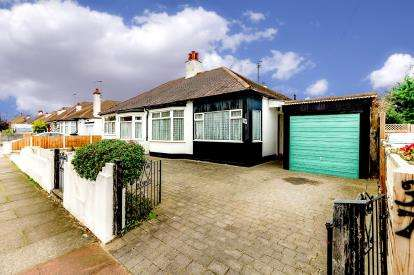 2 Bedrooms Bungalow for sale in Leigh-On-Sea, Essex, Uk