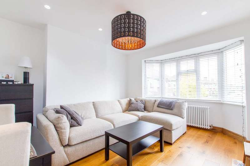 2 Bedrooms Flat for sale in Oakleigh Crescent, Brunswick Park, N20