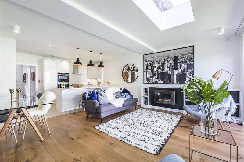 4 Bedrooms Terraced House for sale in 7 Hutton Mews, London, SW15