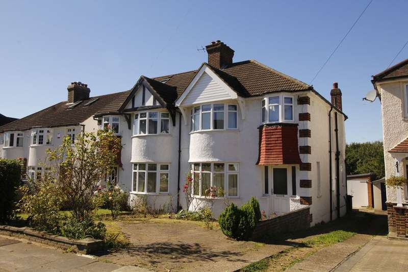 3 Bedrooms Semi Detached House for sale in Grand Avenue, Surbiton, KT5
