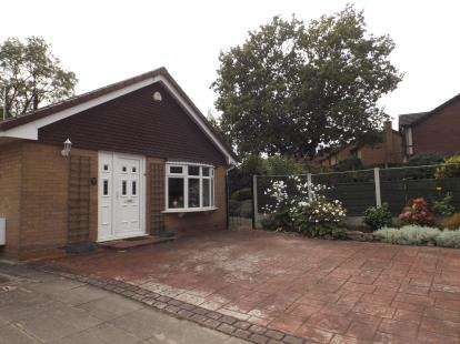 2 Bedrooms Bungalow for sale in Budworth Close, Sandbach, Cheshire