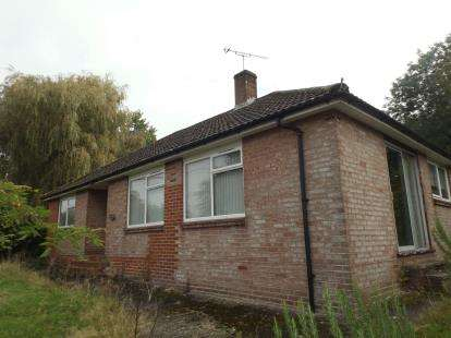 3 Bedrooms Bungalow for sale in Whiteparish, Salisbury, Wiltshire