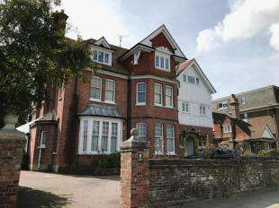 3 Bedrooms Flat for sale in Avondale, 8 Chesterfield Road, Eastbourne, East Sussex