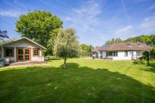 4 Bedrooms Bungalow for sale in The Broyle, Shortgate, Lewes, East Sussex