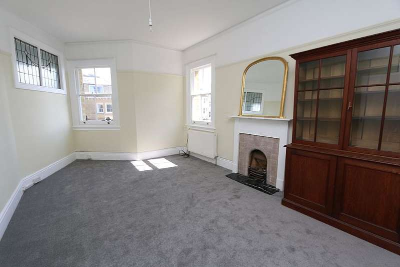 2 Bedrooms Flat for sale in 1 First Avenue, Hove, East Sussex