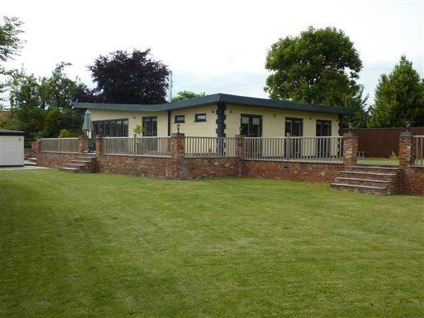 3 Bedrooms Detached Bungalow for sale in LANE END, DICKINSONS LANE, NORTH THORESBY, GRIMSBY