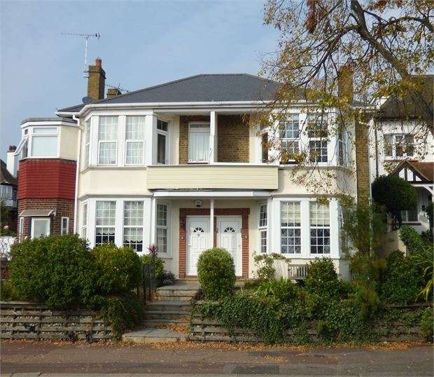 1 Bedroom Apartment Flat for sale in Grand Parade, Leigh on sea, Leigh on sea, SS9 1DW