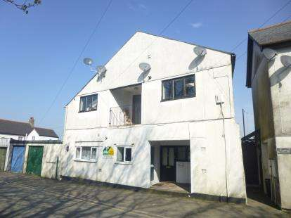 3 Bedrooms Flat for sale in New Road, Callington, Cornwall