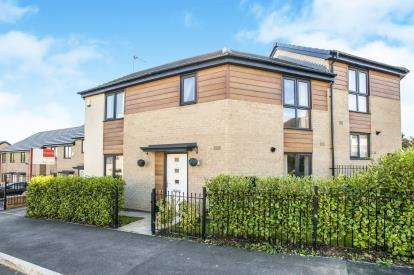 3 Bedrooms Semi Detached House for sale in Holy Well Drive, Bradford, West Yorkshire