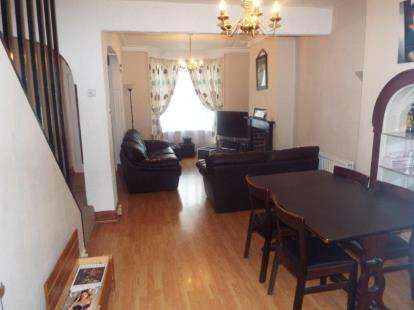 3 Bedrooms End Of Terrace House for sale in Burleigh Road, Enfield, Middlesex
