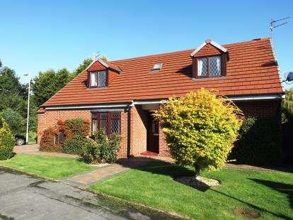 4 Bedrooms Bungalow for sale in Waterside, Darlington