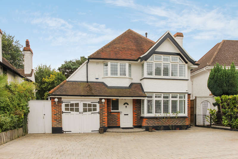 3 Bedrooms Detached House for sale in The Crest, Surbiton