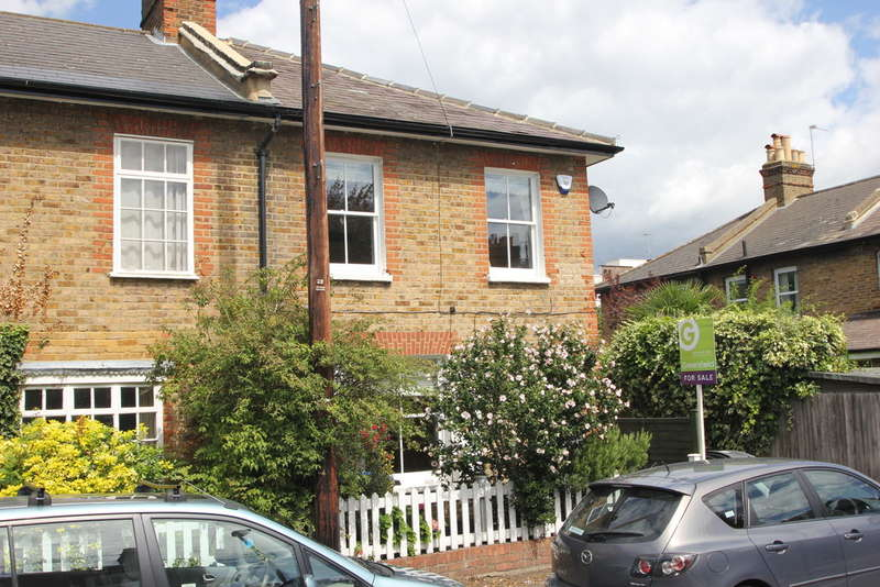 2 Bedrooms End Of Terrace House for sale in Surbiton, Surrey