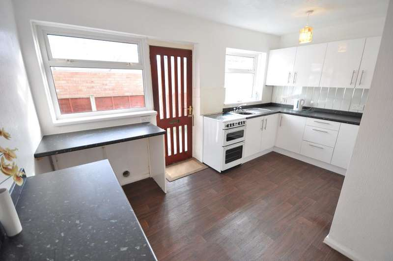 2 Bedrooms Semi Detached Bungalow for sale in Lark Court, Larkholme, Fleetwood, Lancashire, FY7 8NQ