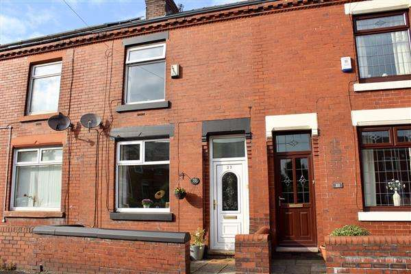 2 Bedrooms Terraced House for sale in Whitegate Lane, Oldham