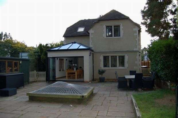 4 Bedrooms Detached House for sale in Westone Avenue, Westone, Northampton NN3 3JH