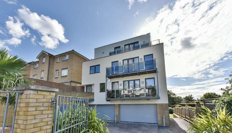 2 Bedrooms Flat for sale in Brockley Park, Forest Hill, London, SE23