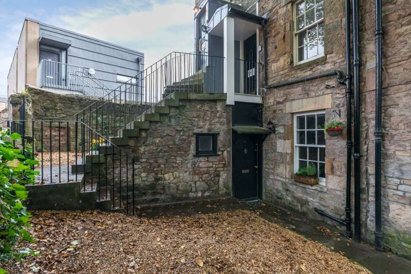 1 Bedroom Ground Flat for sale in Hope Park Square, Meadow Lane, Edinburgh, EH8 9NW
