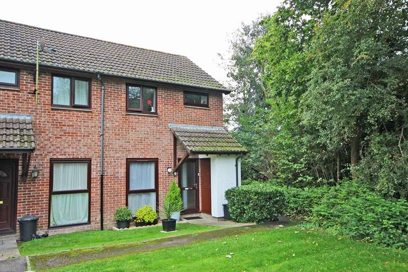 2 Bedrooms Property for sale in Summertrees Court, Ashley, New Milton
