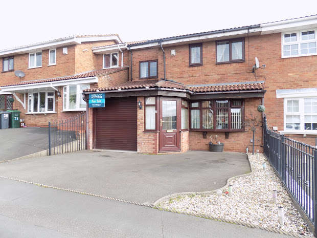 3 Bedrooms Semi Detached House for sale in Mildred Way, Rowley Regis, B65
