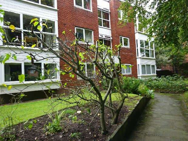 2 Bedrooms Flat for sale in Arnold Court, Wilbraham Road, Whalley Range, Manchester
