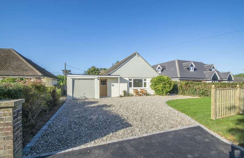 3 Bedrooms Detached Bungalow for sale in Gatehampton Road, Goring on Thames, Reading, RG8