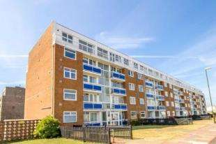 2 Bedrooms Flat for sale in Pacific Court, Riverside, Shoreham-By-Sea, West Sussex
